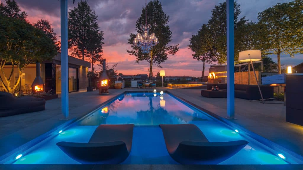 Poolhaus im Sommer