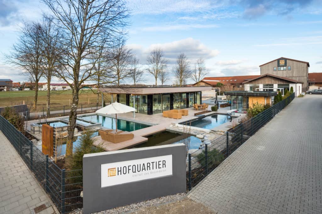 Garten und Pool in Taufkirchen